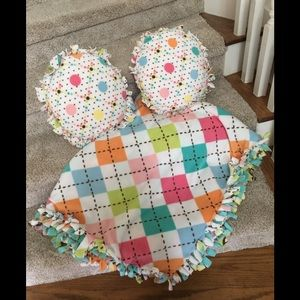 Handmade and reversible pillows & throw blanket